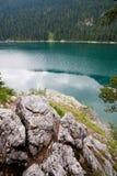 湖横向山 库存照片