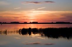 湖横向日落 图库摄影