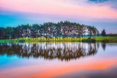 湖池塘河水表面夏天晴朗的晚上 自然 库存图片