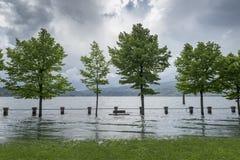 湖溢出了它的银行 免版税库存图片