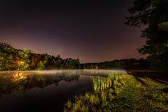 湖生活在晚上 免版税库存图片