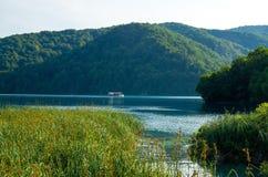 湖用清楚的绿松石水,国立公园Plitvice湖,C 库存图片