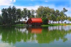 湖的休养所 免版税图库摄影