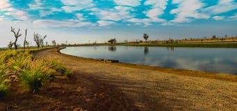 湖的全景Love湖的迪拜 免版税库存照片