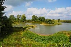 从湖的南部的岸的一个看法 免版税库存图片