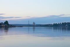 湖的基督教会黄昏的 免版税库存照片