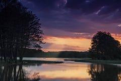 湖的孤独的渔夫 图库摄影