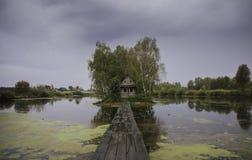 湖的小屋 库存图片