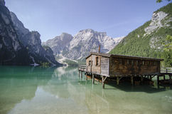 湖的小屋 库存照片