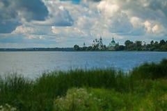 湖的尼罗Spaso-Yakovlevsky修道院 图库摄影