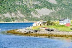 湖的房子,在瑞典斯堪的那维亚北部欧洲 免版税库存图片