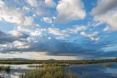湖的木板走道在国家公园,山姆Roi Yod国家公园,泰国 图库摄影