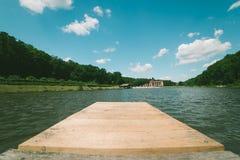 湖的木船坞 库存图片
