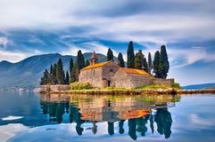 湖的海岛在黑山 免版税库存照片