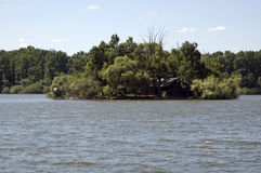 湖的海岛 免版税库存照片