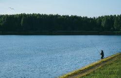 湖的渔夫 免版税图库摄影