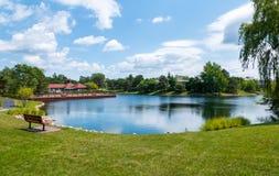 湖的看法Northbrook细分的  免版税库存照片