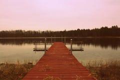 湖的码头 免版税库存照片