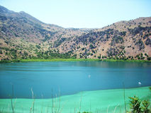 湖的美丽的景色 免版税库存照片