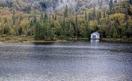 湖的船库在Agawa峡谷,加拿大附近 库存图片