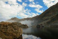 湖的议院 免版税图库摄影