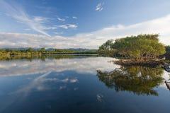 湖的风景看法 免版税库存照片