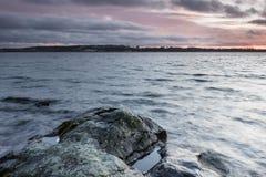 湖的12月视图在芬兰 免版税图库摄影