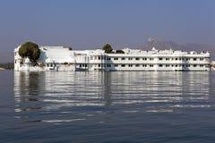 湖的宫殿。 库存图片