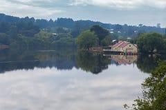 湖的Daylesford,澳大利亚美丽的船库 免版税库存照片