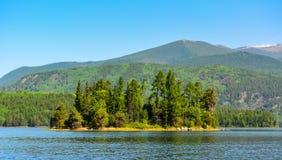 湖的Frolikha熊岛 免版税库存照片
