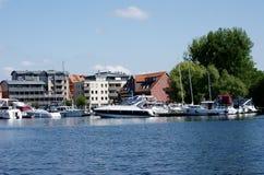 湖的Mueritz小船港口 免版税图库摄影