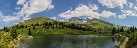从湖的Panorma视图阿尔卑斯的弗利克斯 图库摄影