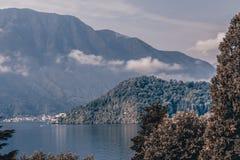 湖看法来 免版税图库摄影