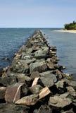 湖码头岩石 免版税图库摄影