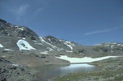 湖福尔科拉-在福尔科拉通行证附近的高山湖-利维尼奥,意大利 免版税库存图片