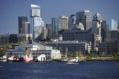 从湖联合,美国的西雅图地平线 免版税库存图片