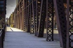 湖街道桥梁 免版税库存照片