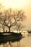 湖西方日落的视图 库存照片