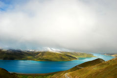 湖西藏yamdrok 图库摄影
