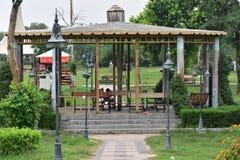 湖视图公园美好的就座区域在伊斯兰堡 库存图片