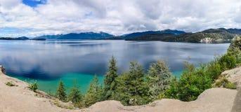 湖视图,七个湖,阿根廷的路 免版税库存照片