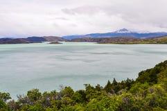 湖视图,托里斯del潘恩国家公园,智利 库存照片