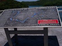 湖诺哩斯由在河紧抱的诺哩斯水坝形成了在田纳西谷美国 免版税图库摄影