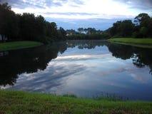 湖边反射 库存图片