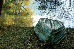 湖边在秋天 图库摄影