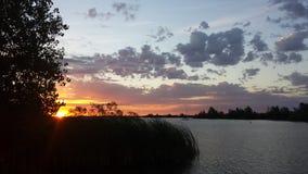 湖边日出 库存图片