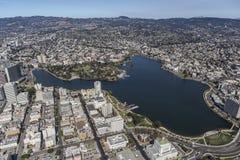 湖近梅里特公园街市奥克兰加利福尼亚 免版税库存图片