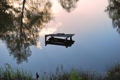 湖镜象反射 库存图片