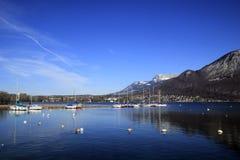 湖阿讷西在冬天 库存图片