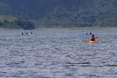 湖阿雷纳尔划皮船的游览  图库摄影